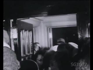 Мэрилин Монро во время объявления о разводе с Артуром Миллером (1960)